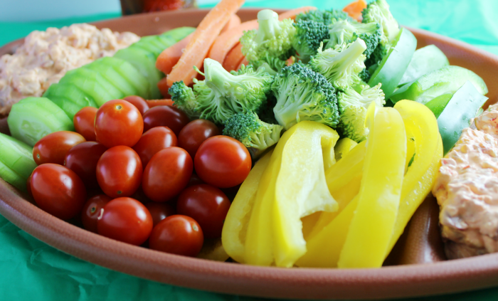 Veggies and Roasted Red Pepper Dip