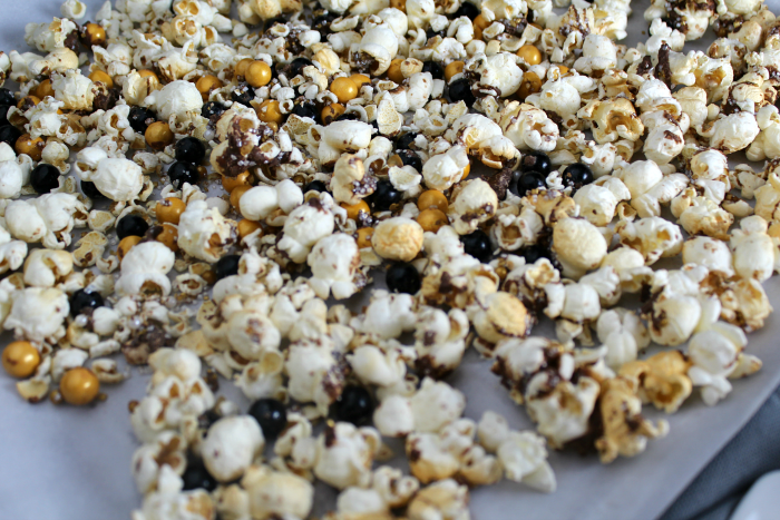 Party Popcorn Black Gold Glitter