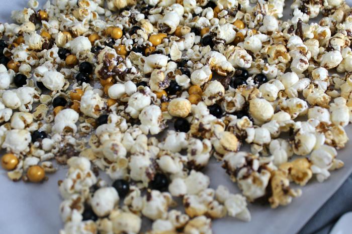Party Popcorn Black Gold Glitter