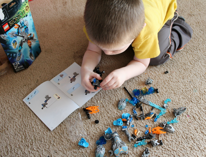 Building LEGO Bionicle Set