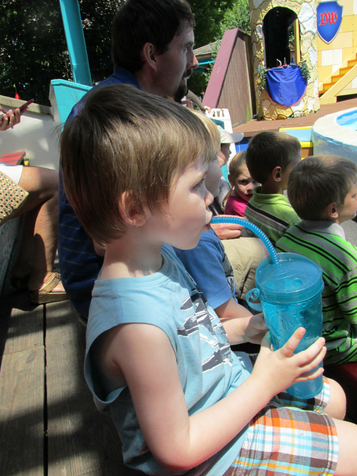 staying hydrated at Dutch Wonderland