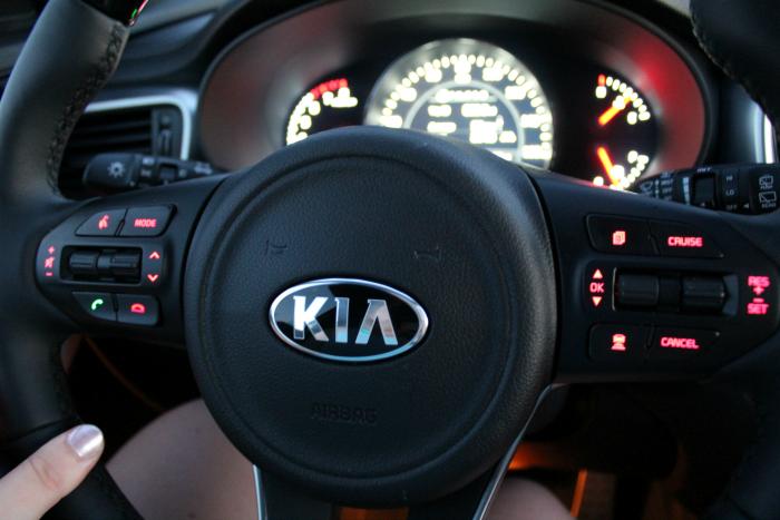 2017-kia-sorento-steering-wheel