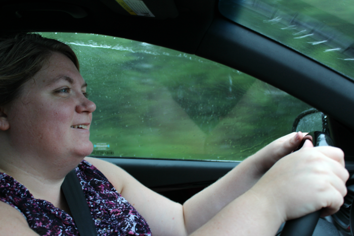 driving-kia-sorento-in-the-rain