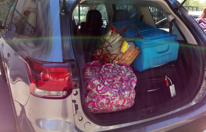 loading-mitsubishi-outlander-for-home
