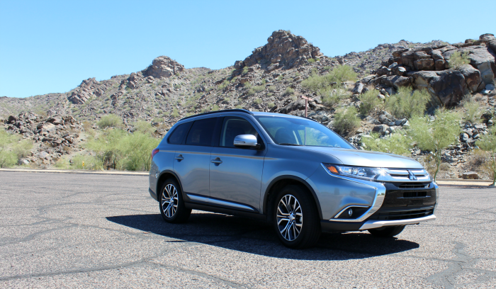 mitsubishi-outlander-south-mountain-park