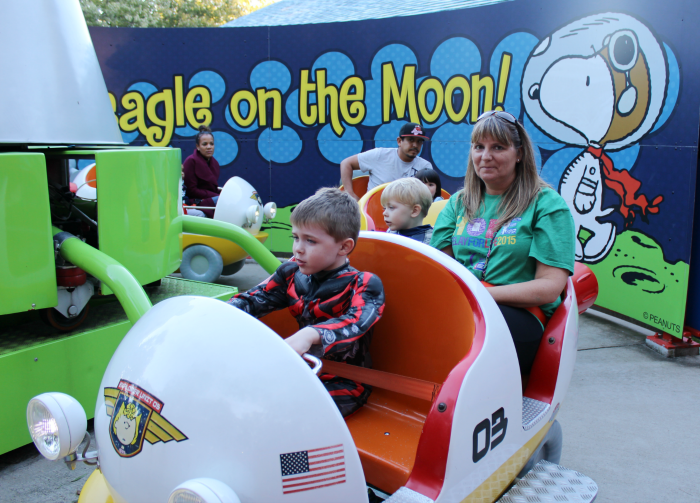 mommom-on-spaceship-at-kings-dominion