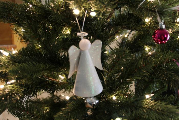 angels-on-christmas-tree